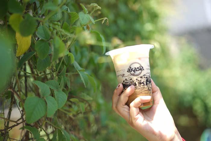 Es kopi susu akasia coffee