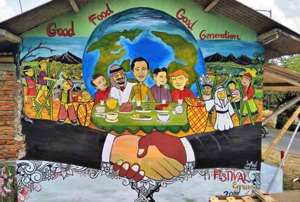Lomba mural di festival egrang