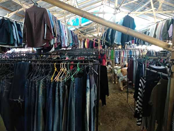 ribuan pilihan pakaian ada disini