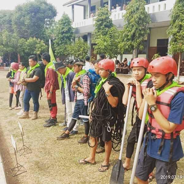 Demo Ekstrakurikuler siswa pecinta alam pissalia