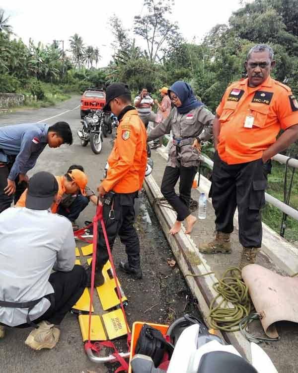 Latihan vertikal Rescue siswa pecinta alam sismadapala