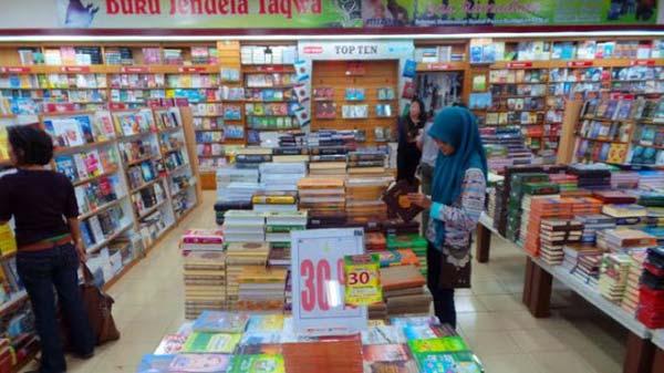 Penampakan Toko Buku Gramedia Jember