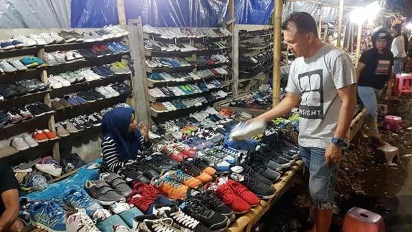 Sepatu pasar loak