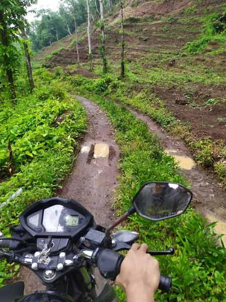 akses jalan sungai slawu jember